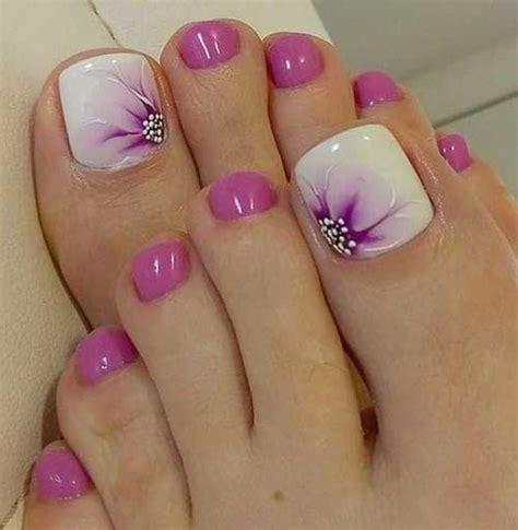 stylish toenail art