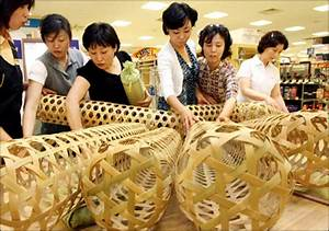 customers look at korean traditional jukbuin literally With bamboo wife pillow
