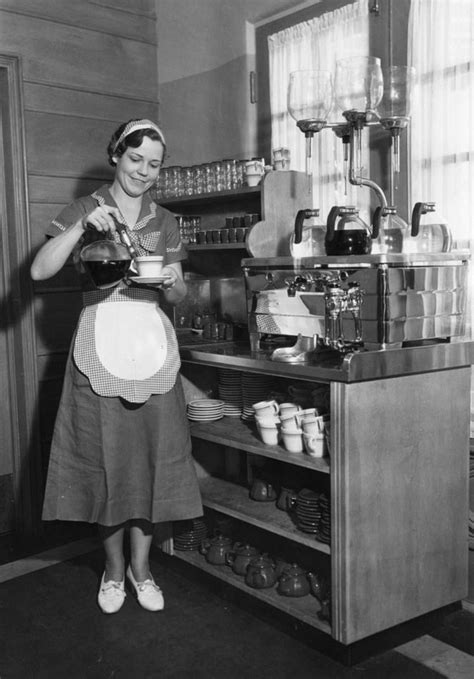 8 Awesome Restaurant Uniforms of Yore | KCET