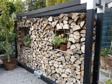 kaminholzregal außen mit rückwand trennwand f 252 r den garten balkon oder die terrasse trennwand kreative wohnideen mit