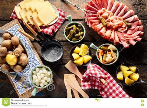 pr 233 sentation des ingr 233 dients pour faire le raclette image stock image 82224711