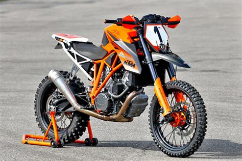 A Ktm 1290 Super Duke R Dirt Bike?