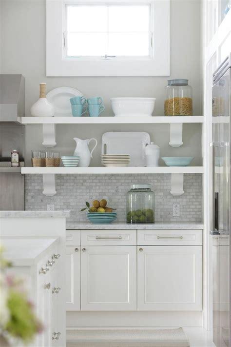 idee rangement cuisine idée décoration cuisine avec rangements ouverts