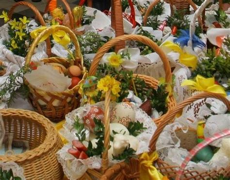 Easter dinner prayer | prayer for easter dinnereaster sunday is about so much more than bunnies, egg hunts, and chocolate galore. Polish Easter baskets waiting for blessing | Easter ...