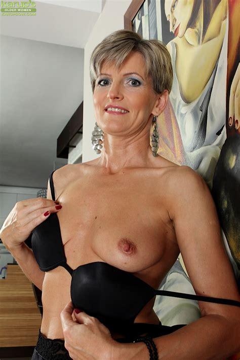 Elegant Older Babe Melanie Spreads Her Tight Ass Granny
