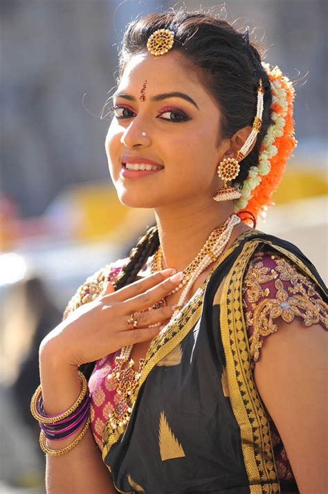 looking of amala paul in saree stills