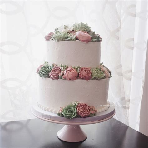 bespoke buttercream flower cakes  sweet spot