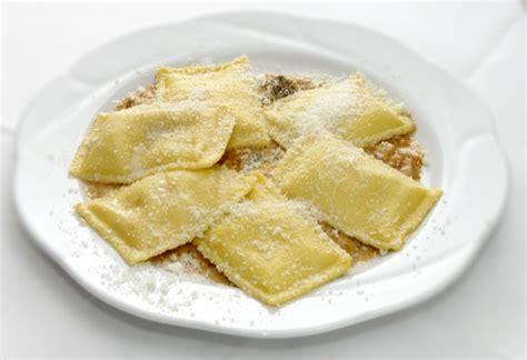 cuscini giganti pasta italiana