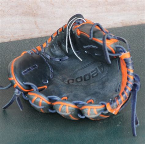 pros wear jose altuves wilson   glove