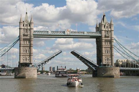 tower bridge bilder bild quot br 252 cken 246 ffnung quot zu tower bridge in city of