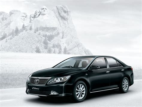 autovelos  toyota camry  launched  price