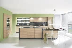 white kitchen cabinets with black island grüne wandfarbe für die küche roomido