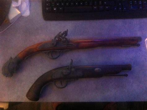 bureau de change antony troc echange deux pistolets anciens de décoration sur