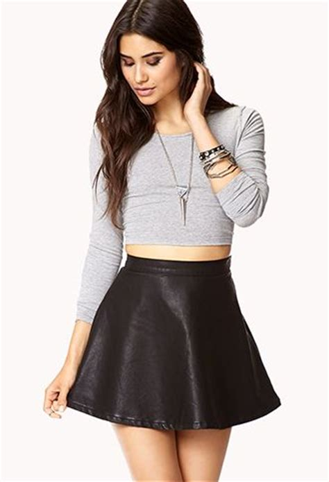 Leather skirt grey long sleeve crop top | Outfit ideas | Pinterest