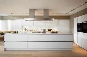 Moderne Küche Mit Kochinsel Holz : moderne k che mit kochinsel und theke ~ Bigdaddyawards.com Haus und Dekorationen