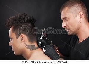 Tatouage Cou Homme : image de professionnel tattooist dessin aigle ailes ~ Nature-et-papiers.com Idées de Décoration