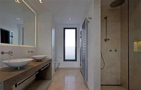 Sockelleisten Bad by Cube Inside Interior Design Eines Wohnhauses