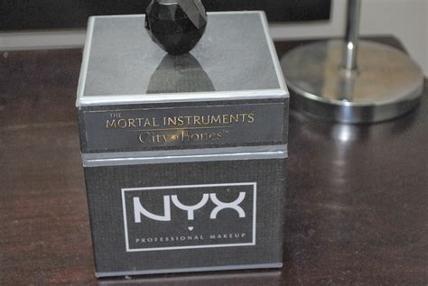 Review Nyx Smokey Shadow Palette Nyx The Mortal Instruments City Of Bones Collection Its