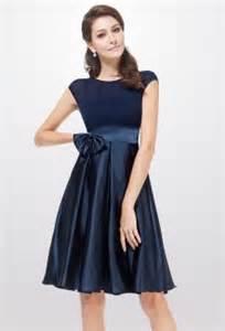 robe mariage bleu marine des robes de cocktail bleu marines omniprésentes aux mariages