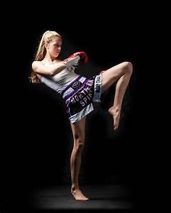 SANDEE signs deal with Muay Thai Fighter Dakota Ditcheva ...
