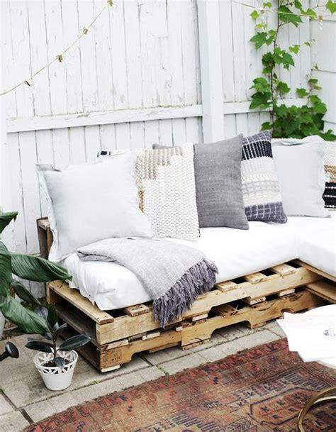 canapé en palette de bois la palette en bois dans tous ses états décoration