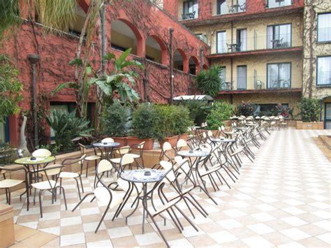 """""""sitzgelegenheit Im Garten Der Hotelbar"""" Hotel Caesar"""