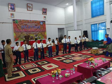 Dan nabi muhammad mengingatkan soal itu agar umatnya mawas diri. Tahar merupakan alat musik tradisional yang sudah lama tumbuh di Kalimantan Barat