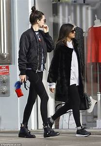 Black Shopping Week : kendall jenner shows she 39 s fashionable on and off the runway in chic leggings daily mail online ~ Orissabook.com Haus und Dekorationen