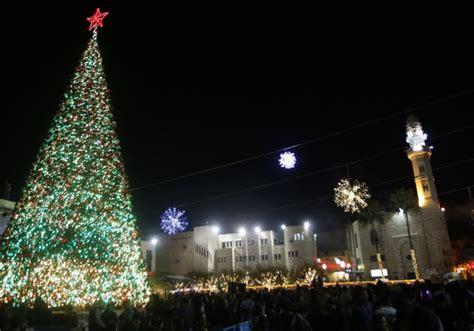 chief rabbinate removes ban  christmas trees  israeli