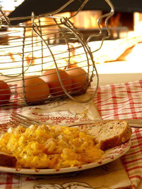 œufs brouill 233 s au cerfeuil tub 233 reux une cuiller 233 e pour papa