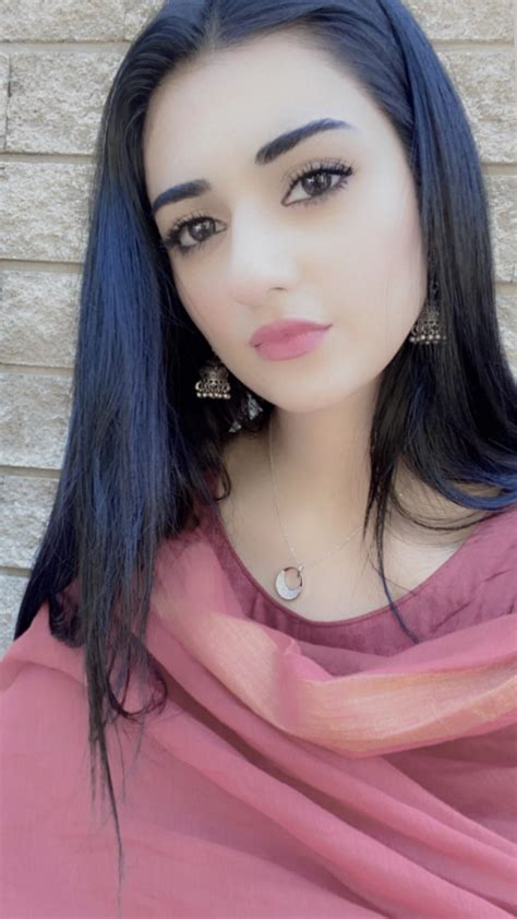 beautiful sarah khan   set   upcoming drama