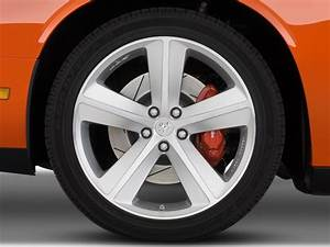 Image: 2009 Dodge Challenger 2-door Coupe SRT8 Wheel Cap