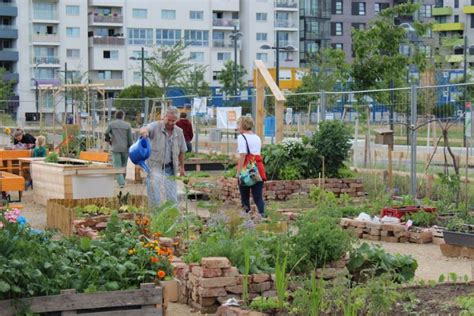 Der Garten Wien 1020 by Gebietsbetreuungen Stadterneuerung Kurz Gb Garteln In