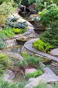 Pflanzen Für Steingarten : steingarten gestalten flusssteine bachlauf immergr ne ~ Michelbontemps.com Haus und Dekorationen