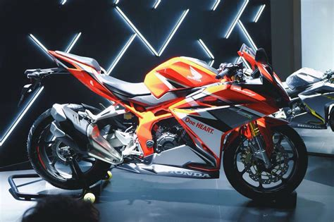 cbr bike specification 2017 honda cbr250rr review of specs features pictures