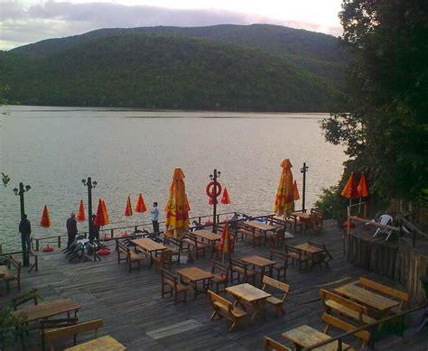 Liqeni i Batllavës   Liqeni i Batllavës është nje liqen i ...