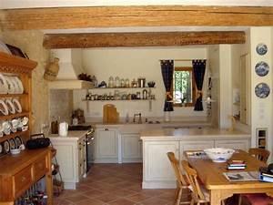 Deco Maison Avec Poutre : cuisine avec poutres apparentes en bois naturel blanc blanc ~ Zukunftsfamilie.com Idées de Décoration