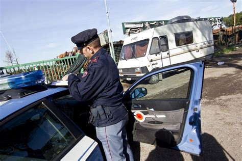 auchan si鑒e auto giugliano ladri di auto fermati dalla polizia sono due 14enni rom