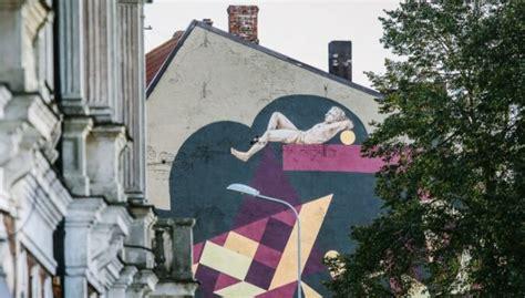 Foto: Liepājā tapis iespaidīgs sienas gleznojums 'Atlants ...