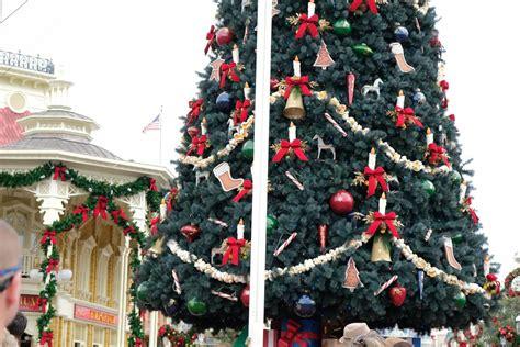 christmas  decorations arrive  magic kingdom