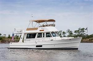 5 of the Top Express Cruiser Yachts on the Market Today