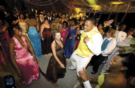 prom party ideas  throwing  bash  home