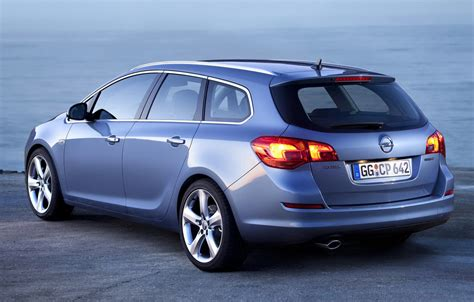 Opel Astra Wagon by 2011 Opel Astra Sports Tourer Wagon Revealed