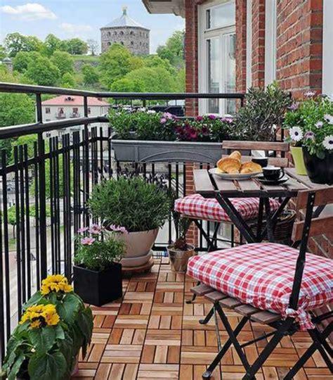 sitzbank für balkon kleine balkone free ausmalbilder