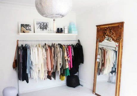 gantungan baju simple maneras de organizar tu closet actitudfem
