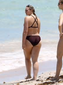 Triangle Tv Stand by Iskra Lawrence Shows Off Her Incredible Hourglass Figure