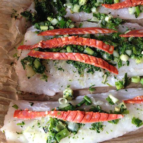 cuisiner le bar en papillote filets de poisson en papillote cuits au four hélène