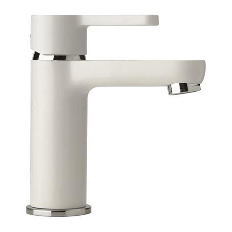 rubinetti bianchi miscelatori rubinetti colorati bianchi neri bagno