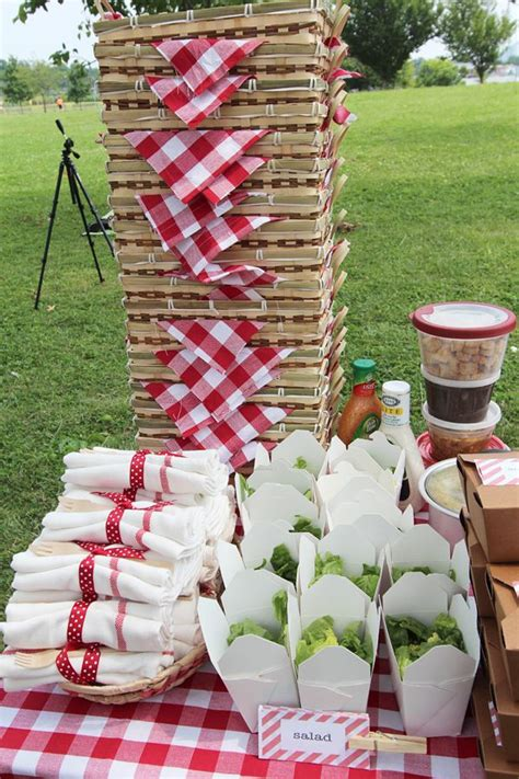 picnic baskets  flannel table