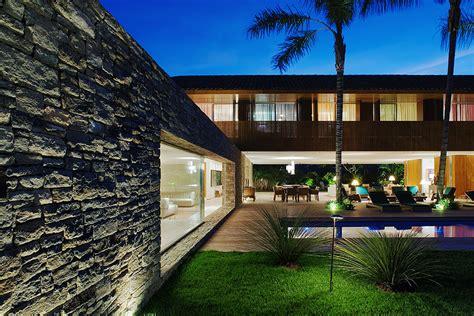 natural minimalism  open beach house design laranjeiras house  marcio kogan digsdigs